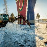 – Nu har vi tagit bort staketet och röjt undan snön så att arbetsbodarna kan ställas på plats. Nu kan Jämtfasad som ska utföra renoveringen sätta igång, säger Staffan Abramsson verksamhetschef och fastighetsansvarig på Kultur- och teknikförvaltningen.