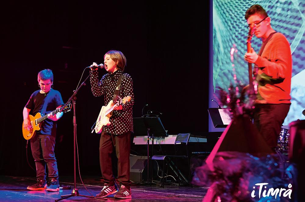 Fyra konserter inför publik per år brukar Kulturskolan arrangera själva så eleverna får uppträda inför publik. Det blir alltid fullsatt! Här uppträder Leo Basic.