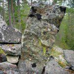 Om stenar kunde tala så skulle gåtan kring muren vid Melltjärn kunna lösas.