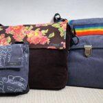 Väskorna finns i olika priser. Det är alla unika och nysydda där delar av materialet är ibland virkat och stickat och det finns en väska för alla.