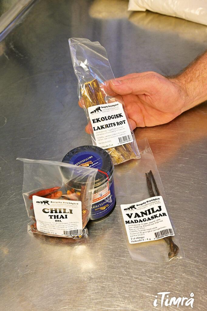 Olika smaksättare som sätter den unika prägeln på varje ölsort. Ju högre kvalité på ingredienserna, desto större smaksensationer.