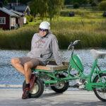 Göran Thörnblom Ålder 66 år, har sin härliga och praktiska packmoppe som troligen är en årsmodell runt tidigt 70-tal. Osäkert år, men de slutade tillverka gröna 1974.